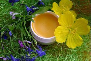 Средство из меда и чистотела
