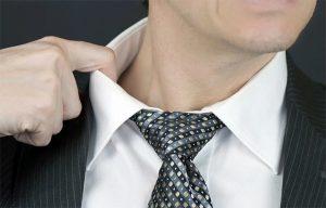 Натирание шеи одеждой