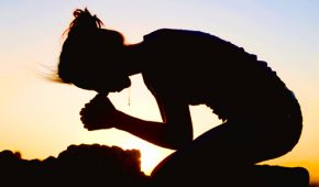 Чтение молитвы от папиллом
