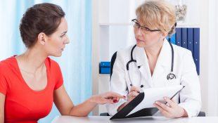 Женщина на приеме у врача