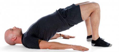 Выполнение упражнений для улучшения кровотока в малом тазу